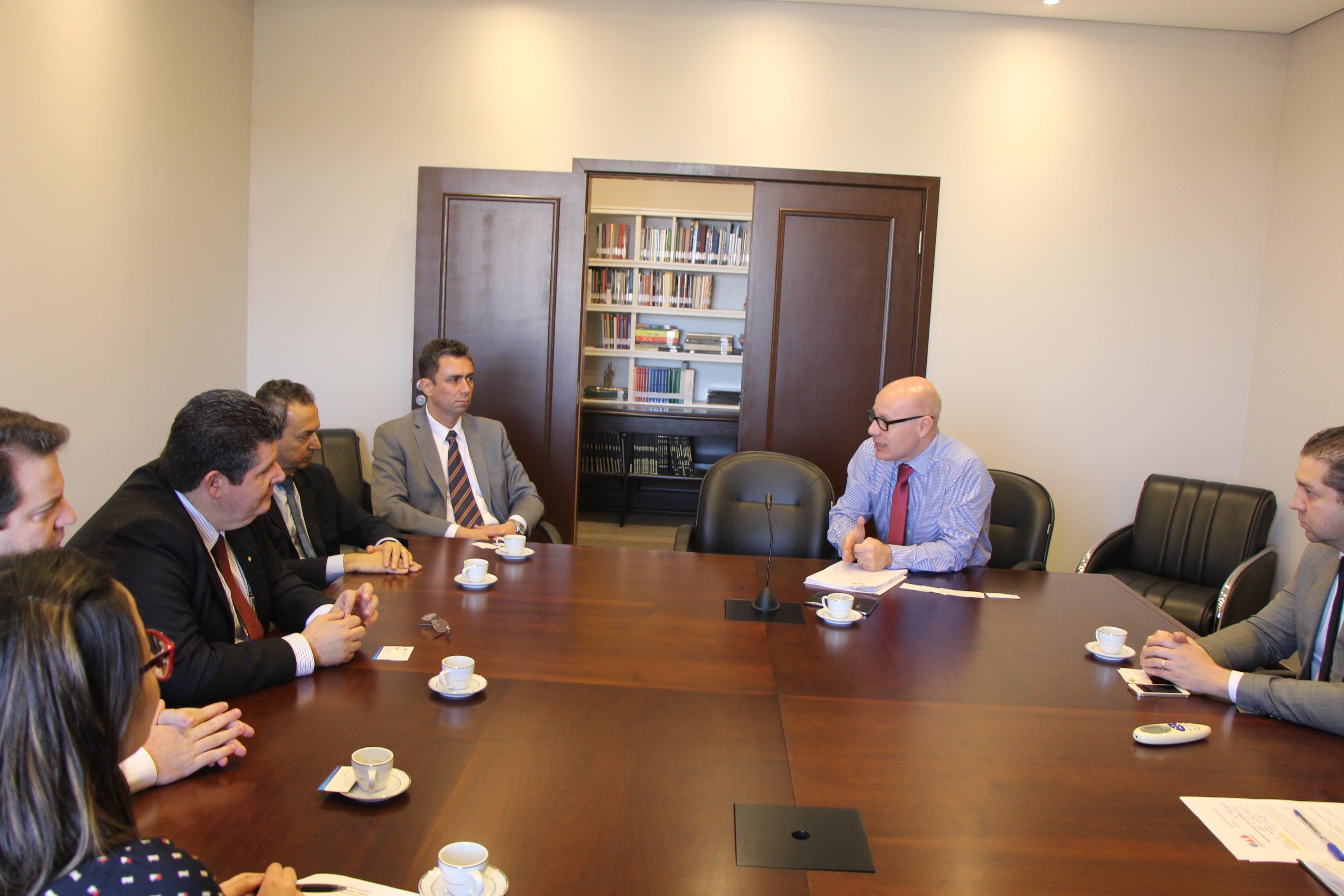 OAB reúne-se com representantes do Banco do Brasil para tratar de questões da advocacia
