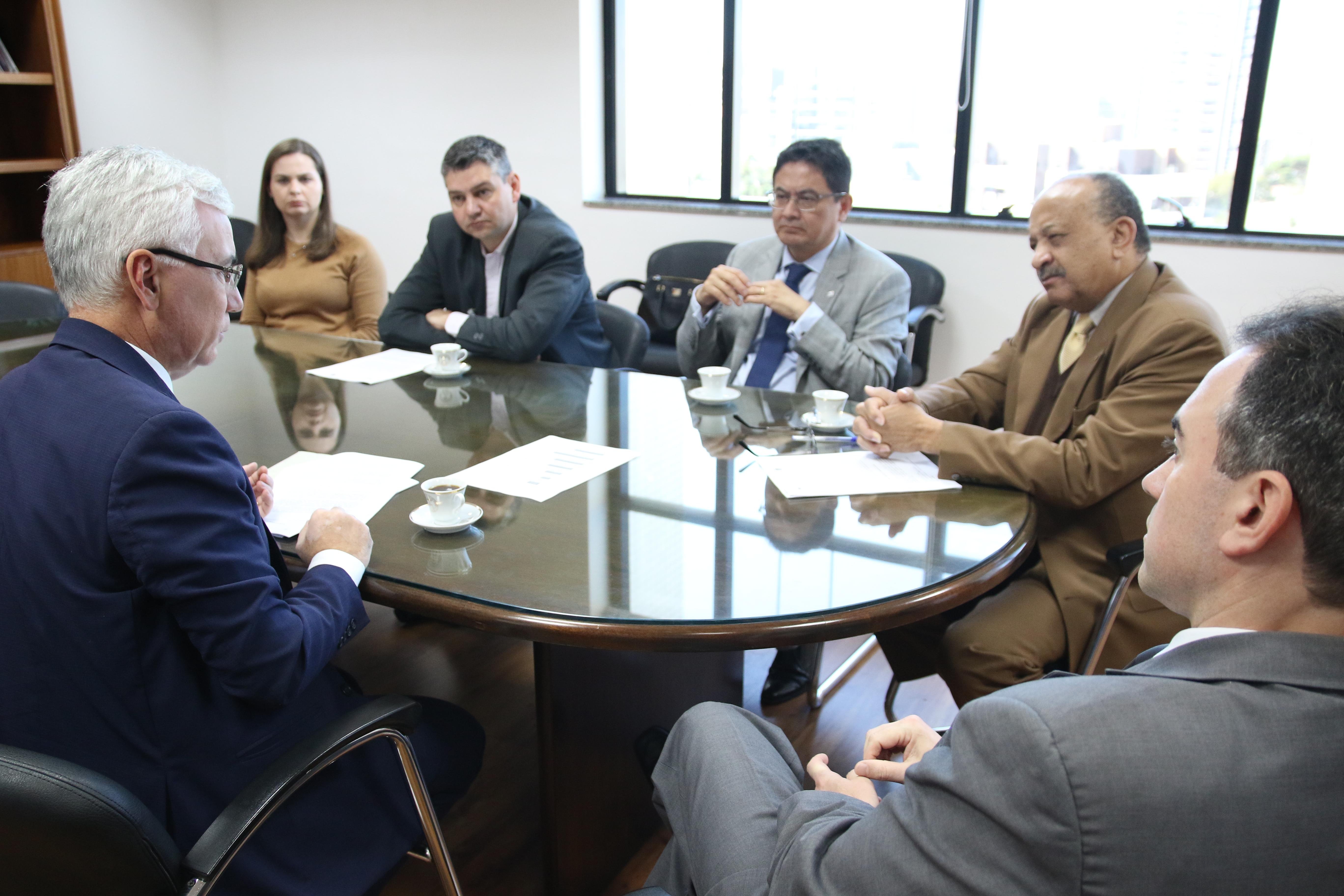 OAB Paraná solicita na Corregedoria-Geral do TJ-PR respeito à tabela de honorários e ao rodízio da advocacia dativa